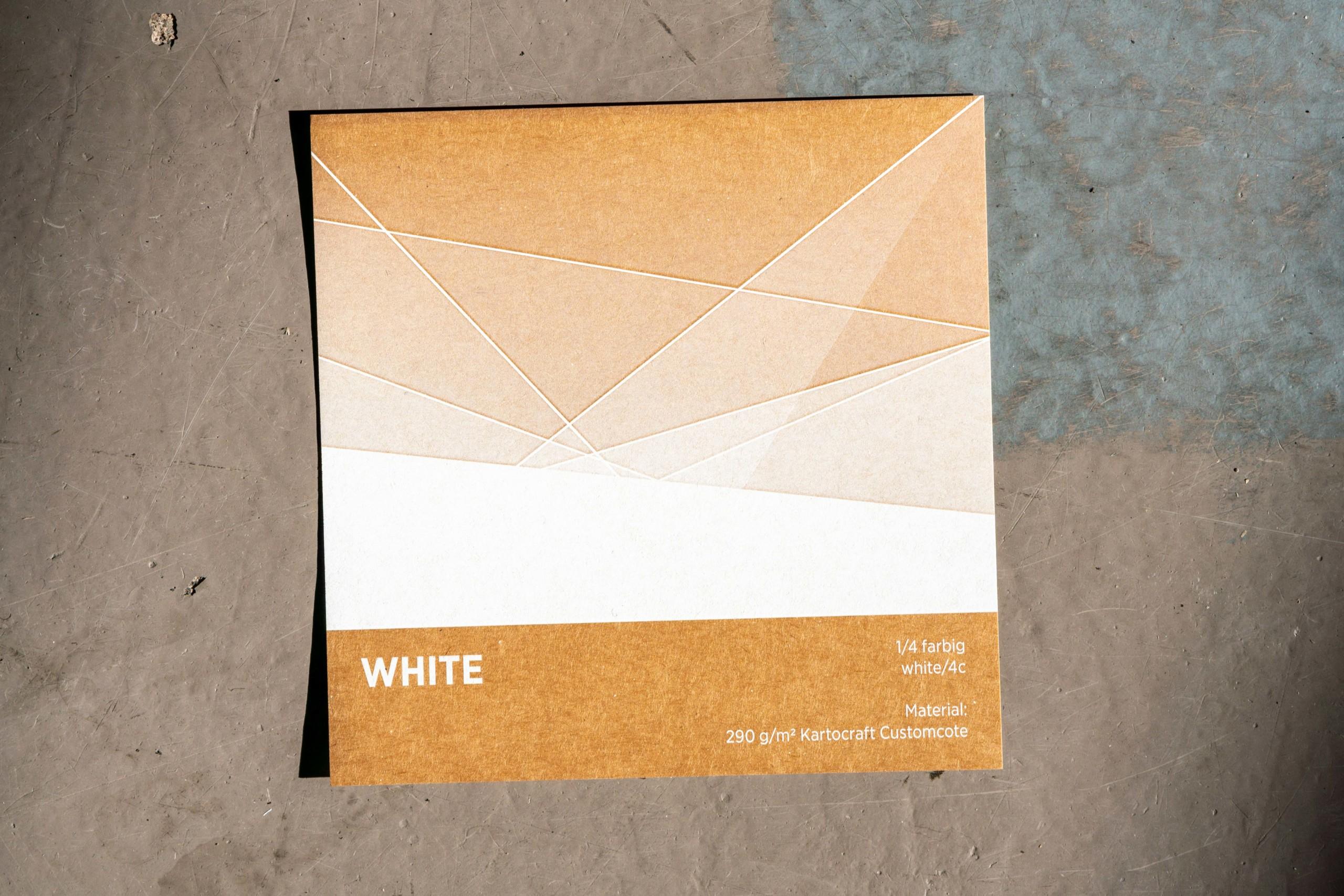 Weißer Digitaldruck auf Karton
