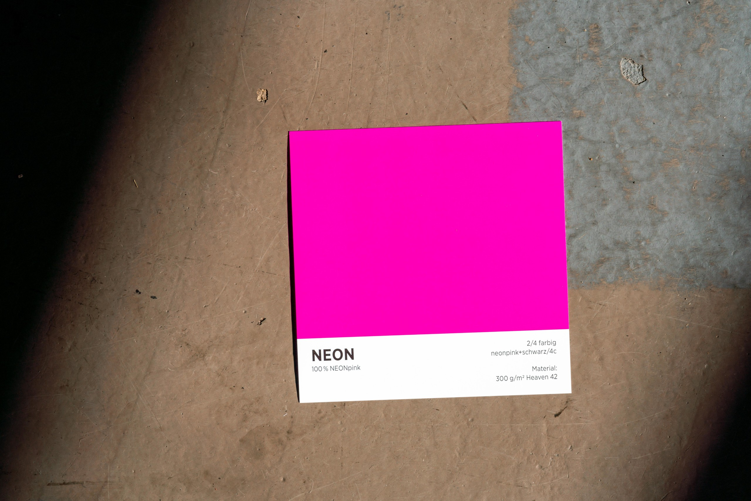 Neon Pink auf 300gr. Papier gedruckt