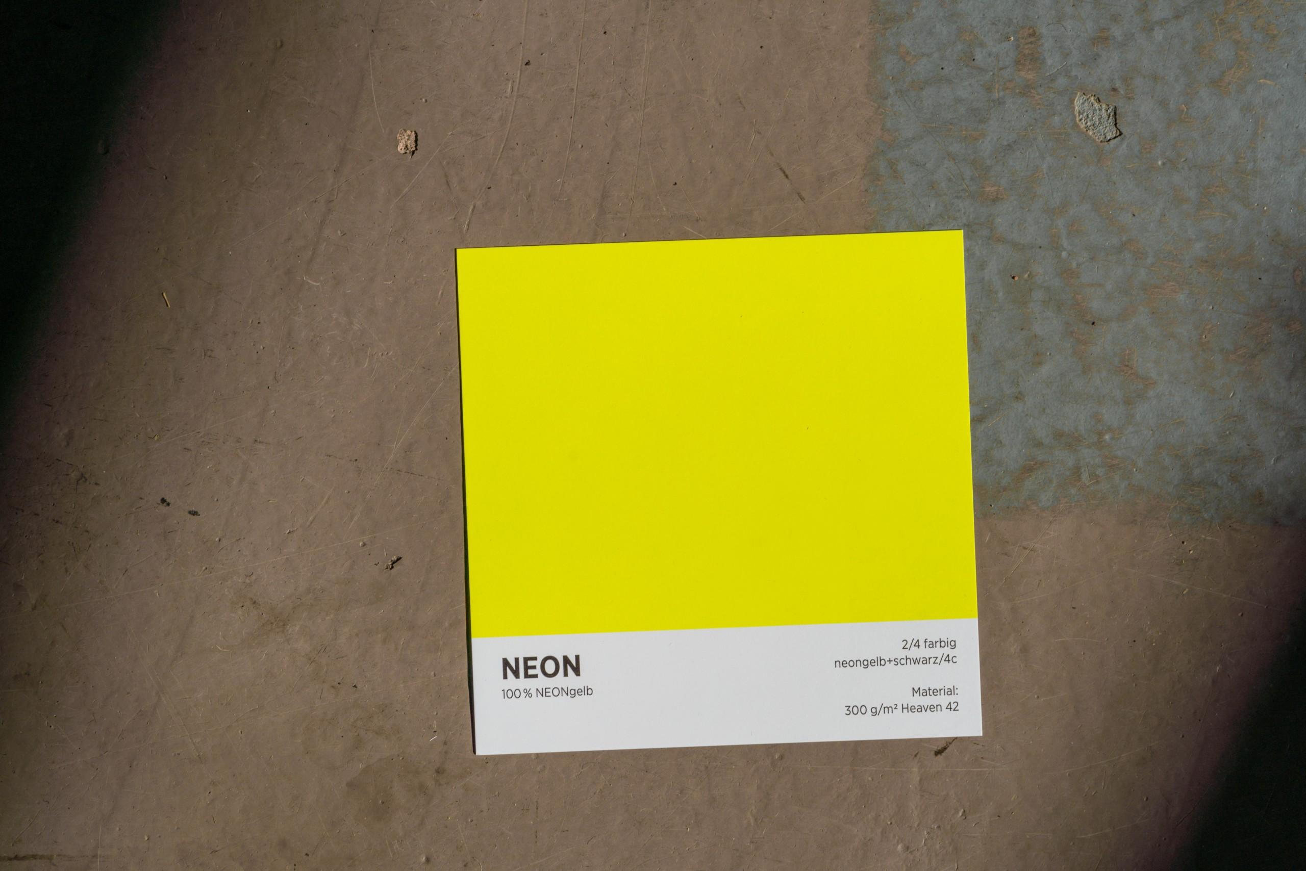 Digitaldruck in NEON Gelb auf hochwertigem 300gr. Karton