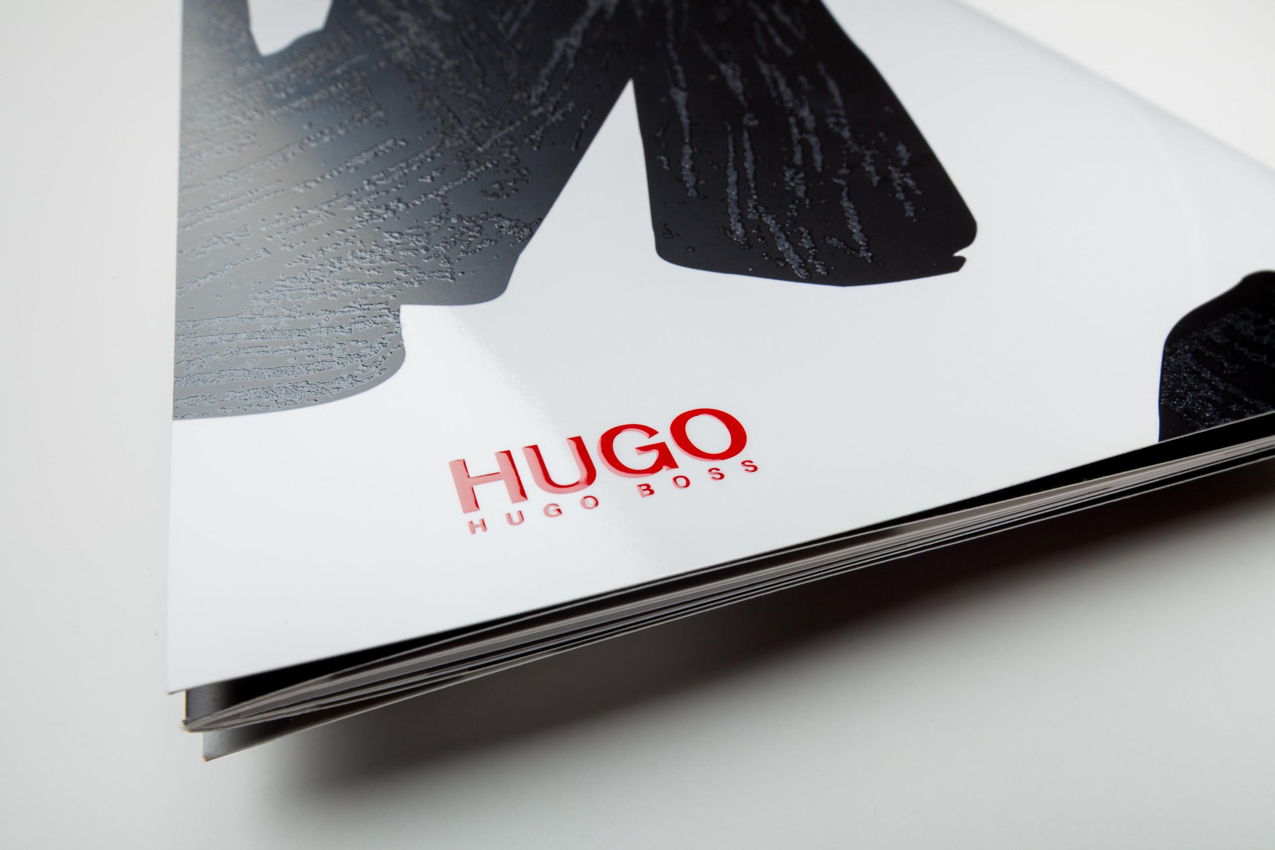 Flyer, Schwarze Prägung und HUGO Lack