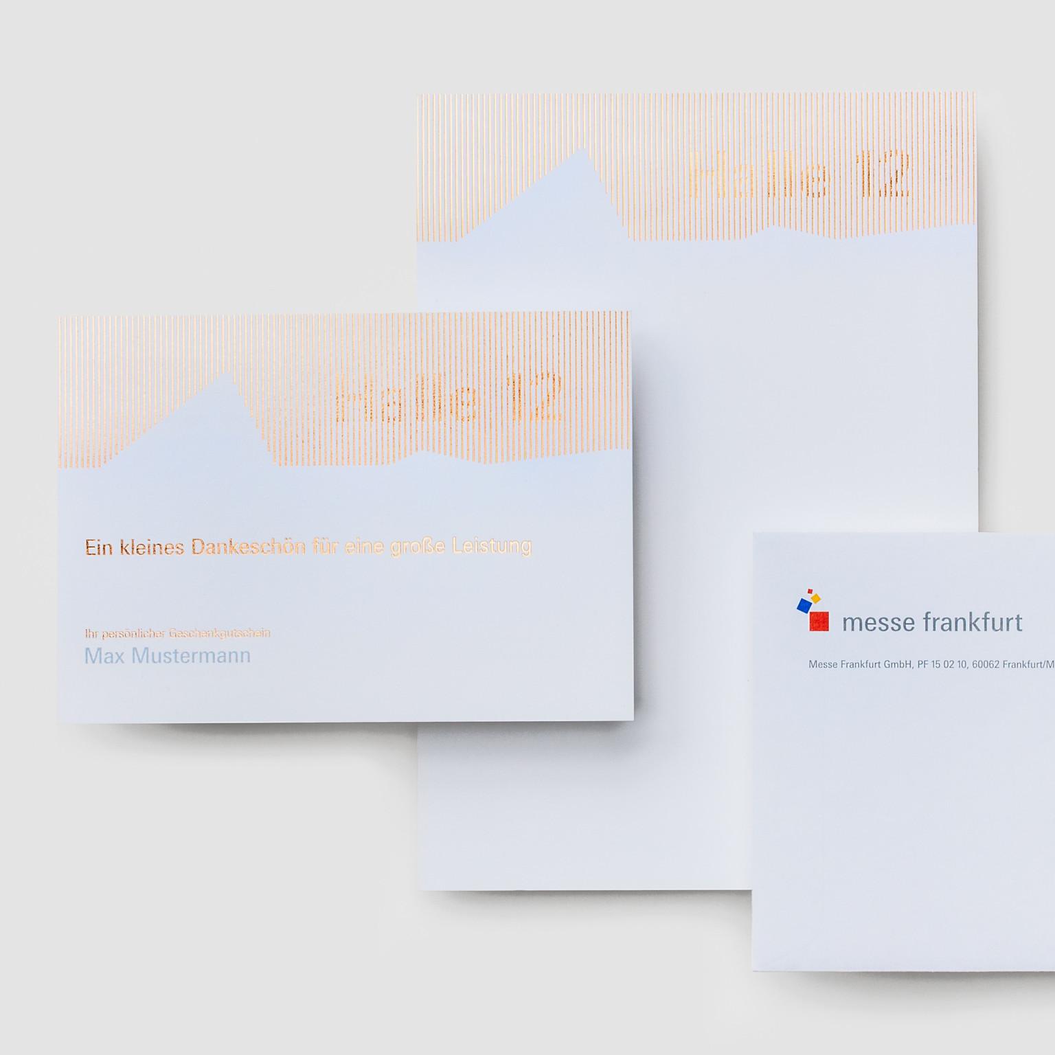 Einladung aus Papier mit Heißfolienprägung. Sehr hochwertig